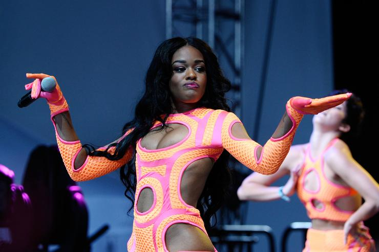 "Azealia Banks & Grimes Trade Heated Insults In ""World ..."